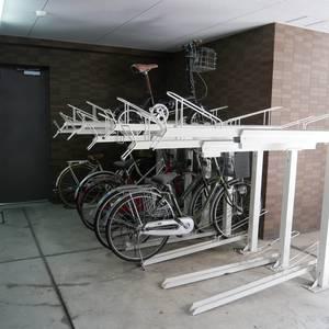 ガラステージ高円寺の駐輪場