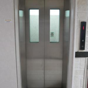ガラステージ高円寺のエレベーターホール、エレベーター内
