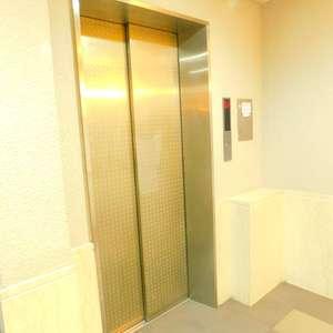 ライオンズガーデン哲学堂のエレベーターホール、エレベーター内