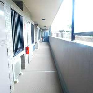 ライオンズガーデン哲学堂(1階,4580万円)のフロア廊下(エレベーター降りてからお部屋まで)