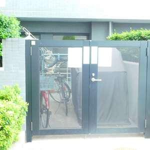 エクセルシオール新宿西戸山の駐輪場