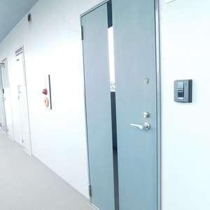 エクセルシオール新宿西戸山(6階,)のフロア廊下(エレベーター降りてからお部屋まで)
