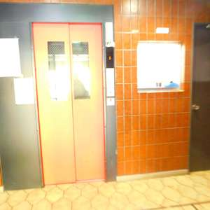 シルバープラザ新宿第2のエレベーターホール、エレベーター内