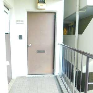 シルバープラザ新宿第2(5階,3199万円)のフロア廊下(エレベーター降りてからお部屋まで)