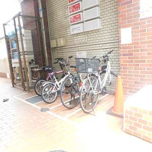 新宿フラワーハイホームの駐輪場