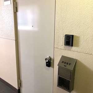 池袋パークハイツ(9階,2680万円)のフロア廊下(エレベーター降りてからお部屋まで)