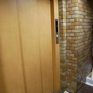 ライオンズマンション両国第5のエレベーターホール、エレベーター内
