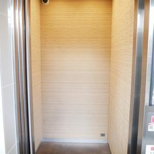 プレストマーロ両国のエレベーターホール、エレベーター内
