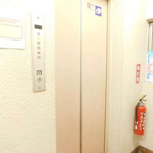 グレイス高田馬場のエレベーターホール、エレベーター内