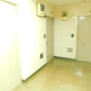 メゾンドール高田馬場(4階,4490万円)のフロア廊下(エレベーター降りてからお部屋まで)