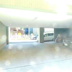 フォレステージ西早稲田の駐車場