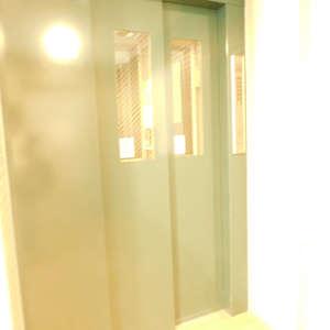 フォレステージ西早稲田のエレベーターホール、エレベーター内