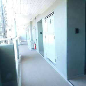 フォレステージ西早稲田(4階,3580万円)のフロア廊下(エレベーター降りてからお部屋まで)