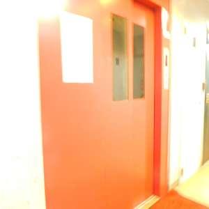 スカイコート池袋第2のエレベーターホール、エレベーター内