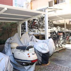 コスモ上野ロイヤルフォルムの駐車場
