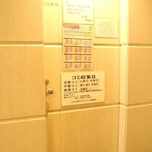コスモ上野ロイヤルフォルムのごみ集積場
