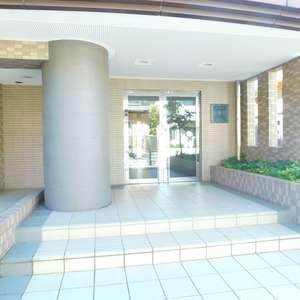 エクセル立教前のマンションの入口・エントランス