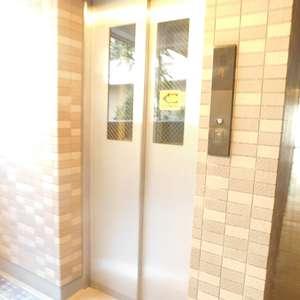 エクセル立教前のエレベーターホール、エレベーター内