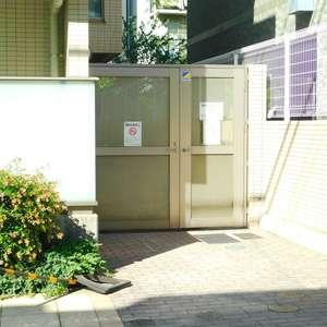エムブランド新宿戸山公園の駐輪場