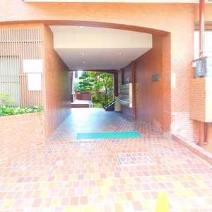 トーア余丁町マンションのマンションの入口・エントランス