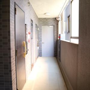 CQレジデンシャル上野(3階,3449万円)のフロア廊下(エレベーター降りてからお部屋まで)