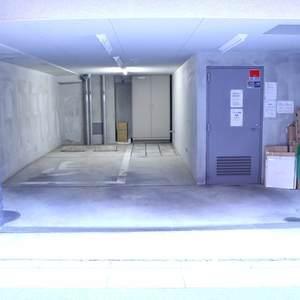 CQレジデンシャル上野の駐車場