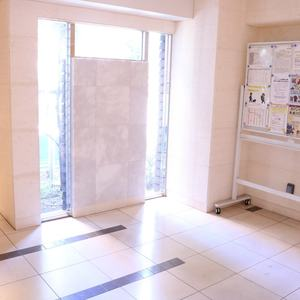 CQレジデンシャル上野のエレベーターホール、エレベーター内