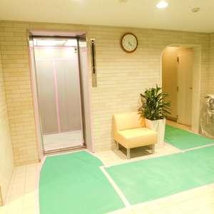 大塚台ハイツのエレベーターホール、エレベーター内