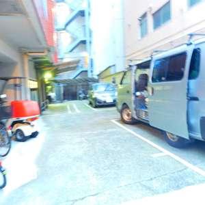 サンサーラ大塚の駐車場