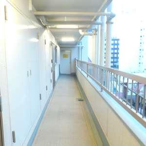 サンサーラ大塚(7階,3780万円)のフロア廊下(エレベーター降りてからお部屋まで)