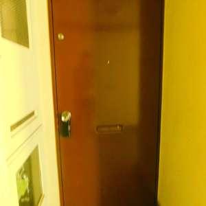 北新宿サマリヤマンション(3階,3498万円)のフロア廊下(エレベーター降りてからお部屋まで)