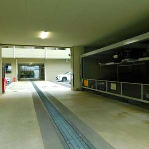 高田馬場パークホームズの駐車場