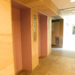 高田馬場パークホームズのエレベーターホール、エレベーター内