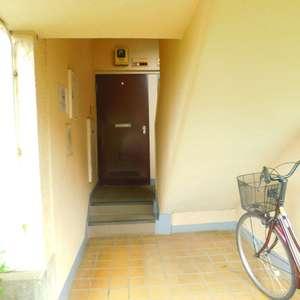 東中野台ローヤルコーポのフロア廊下(エレベーター降りてからお部屋まで)