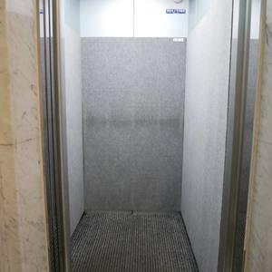 シーアイマンション浅草橋のエレベーターホール、エレベーター内