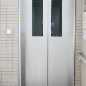 ルピナス台東レジデンスのエレベーターホール、エレベーター内