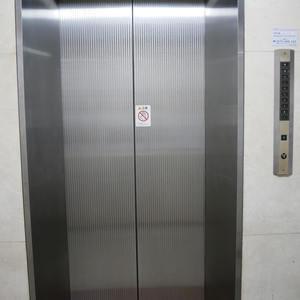 スカイノブレ御徒町のエレベーターホール、エレベーター内