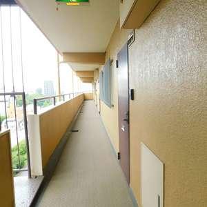 ライオンズマンション護国寺(9階,)のフロア廊下(エレベーター降りてからお部屋まで)