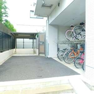スカイコート文京新大塚の駐輪場
