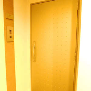 スカイコート文京新大塚(6階,4180万円)のフロア廊下(エレベーター降りてからお部屋まで)