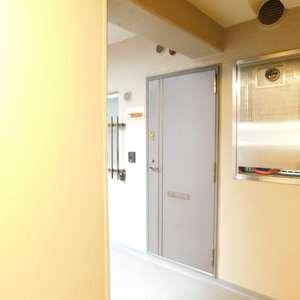 飯田橋第一パークファミリア(6階,)のフロア廊下(エレベーター降りてからお部屋まで)
