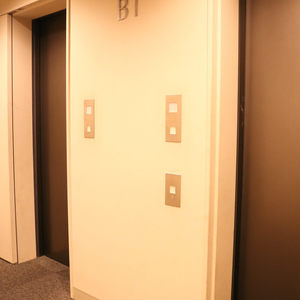 シティタワー四谷(3階,8480万円)のフロア廊下(エレベーター降りてからお部屋まで)