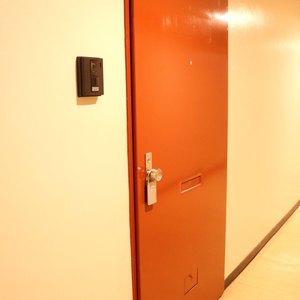 シャトレ市ヶ谷(8階,)のフロア廊下(エレベーター降りてからお部屋まで)