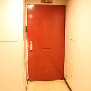 シャトレ市ヶ谷(5階,)のフロア廊下(エレベーター降りてからお部屋まで)