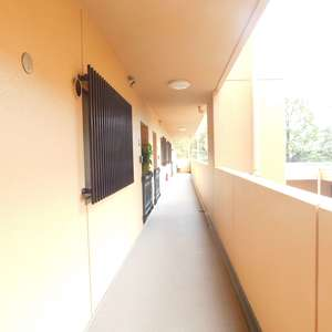 パシフィック西早稲田(6階,4299万円)のフロア廊下(エレベーター降りてからお部屋まで)