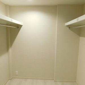 パークコート中落合(2階,7980万円)のウォークインクローゼット