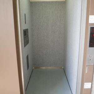 エスバイエルマンション亀戸のエレベーターホール、エレベーター内