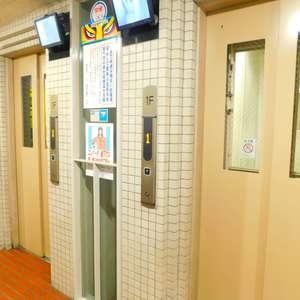 ニュー池袋ハイツのエレベーターホール、エレベーター内
