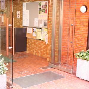 ハイネス小石川のマンションの入口・エントランス