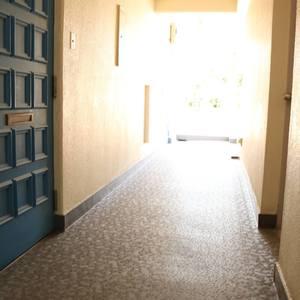 パラシオン本郷(5階,)のフロア廊下(エレベーター降りてからお部屋まで)